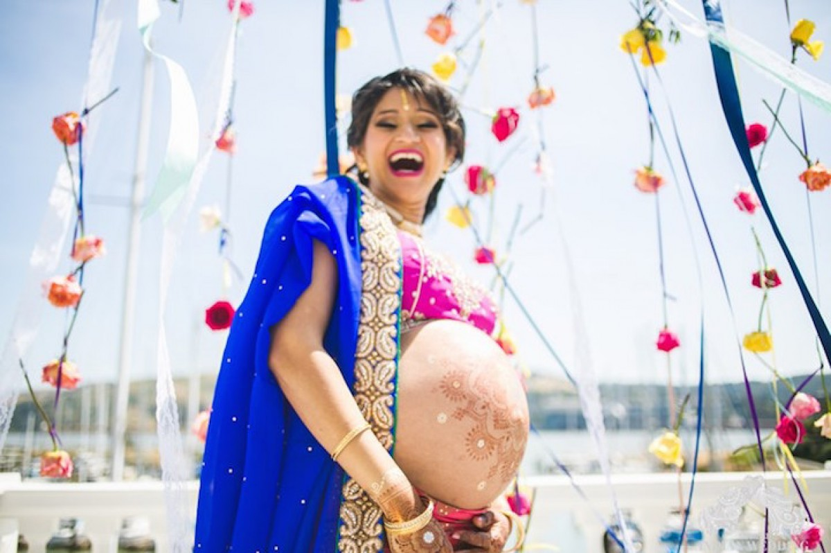 Μια αλλιώτικη φωτογράφιση μητρότητας από την Ινδία