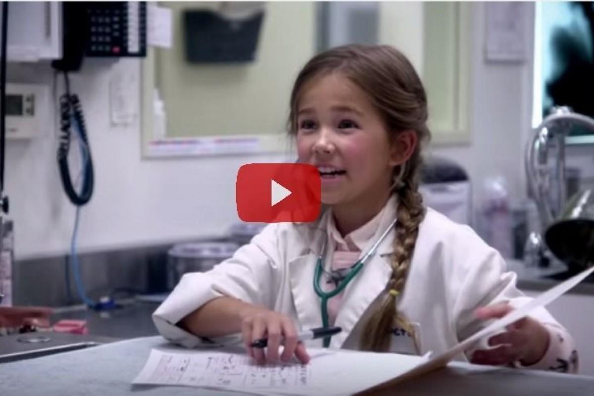 Τι συμβαίνει όταν μια κούκλα δίνει στα παιδιά τη δυνατότητα να γίνουν όλα όσα ονειρεύονται;
