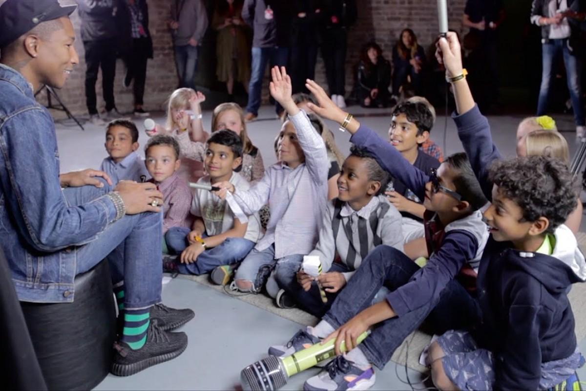 Παιδάκια παίρνουν την πιο πρωτότυπη συνέντευξη από τον τραγουδιστή του «Happy»