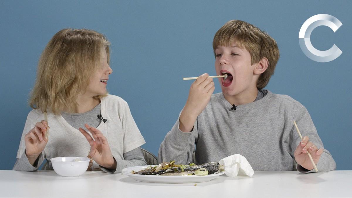 [Βίντεο] Παιδάκια δοκιμάζουν βραδινά γεύματα του κόσμου
