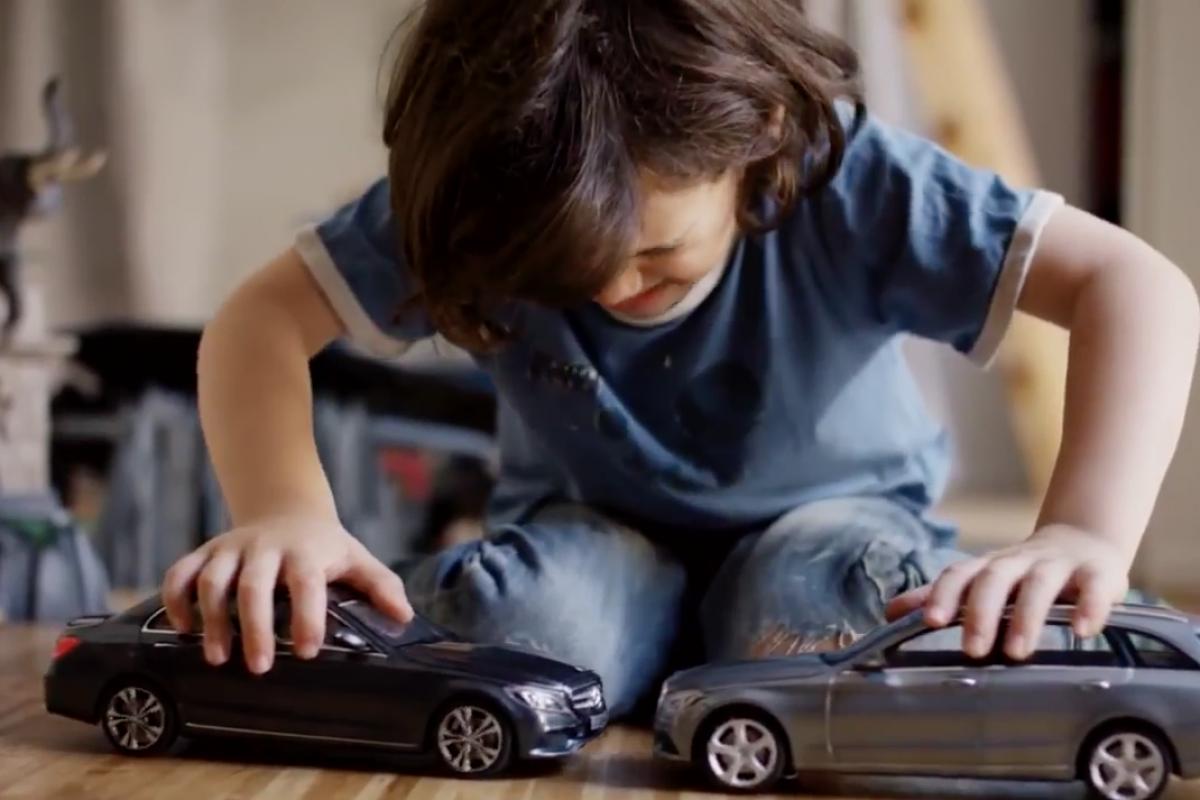 [Βίντεο] Πώς αντιδρούν αυτά τα παιδιά όταν τα αυτοκινητάκια τους δεν συγκρούονται με τίποτα;