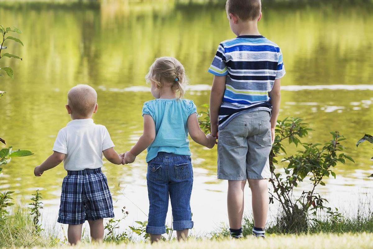 Έρευνα αποκαλύπτει πως τα μεγαλύτερα αδέλφια είναι πράγματι πιο έξυπνα