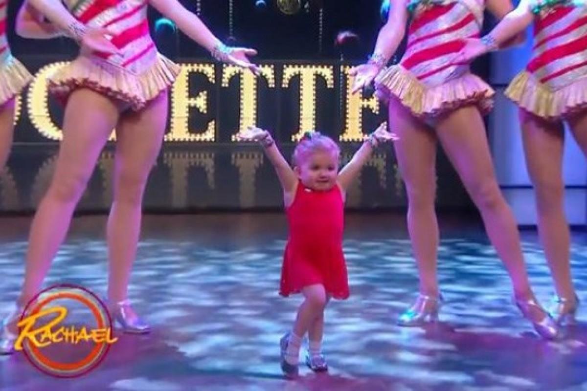 Ένα 6χρονο κόριτσι με μια σπάνια πάθηση στα οστά της χορεύει με τις διάσημες Rockettes
