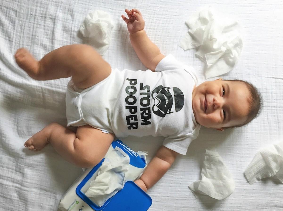 Μια δημιουργική μαμά φωτογραφίζει το μωράκι της με έξυπνα φορμάκια γεμάτα λογοπαίγνια