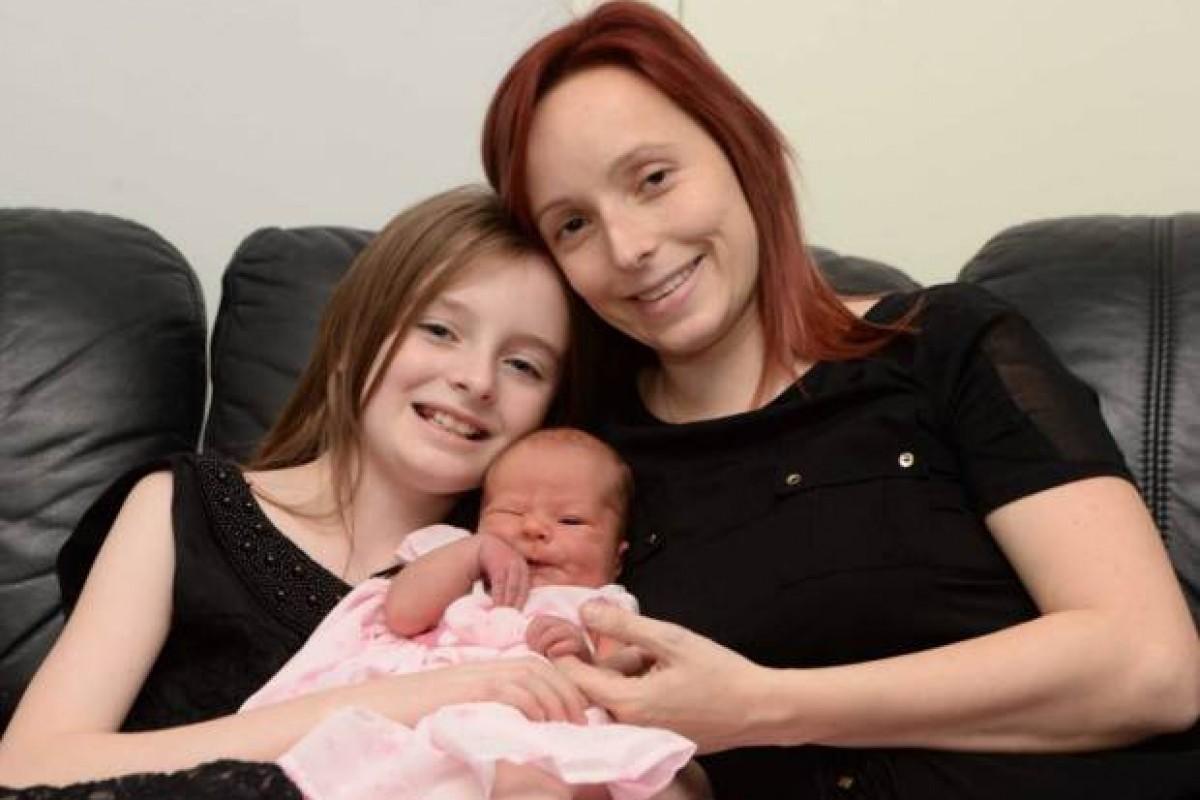 11χρονο κορίτσι βοήθησε τη μαμά της και ξεγέννησε ολομόναχη τη μικρή της αδελφή