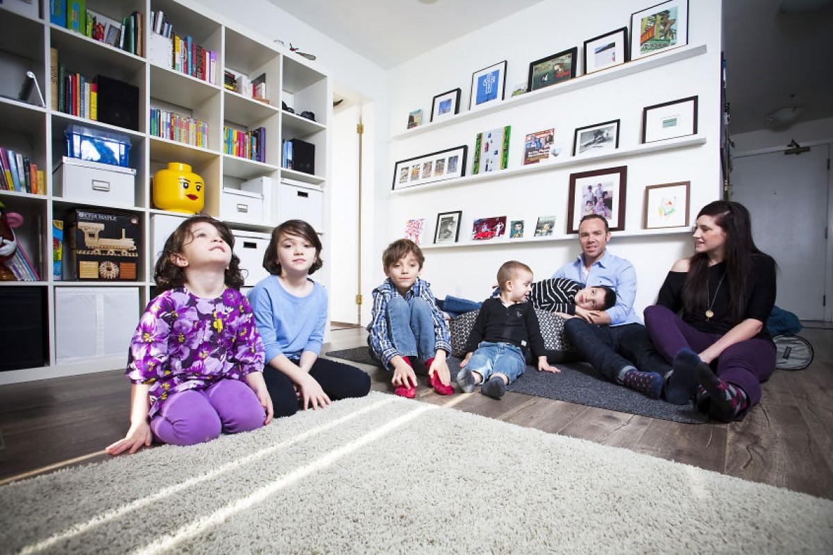 Πώς μια επταμελής οικογένεια διαμόρφωσε ένα διαμέρισμα 90 τετραγωνικών στο ιδανικό σπίτι