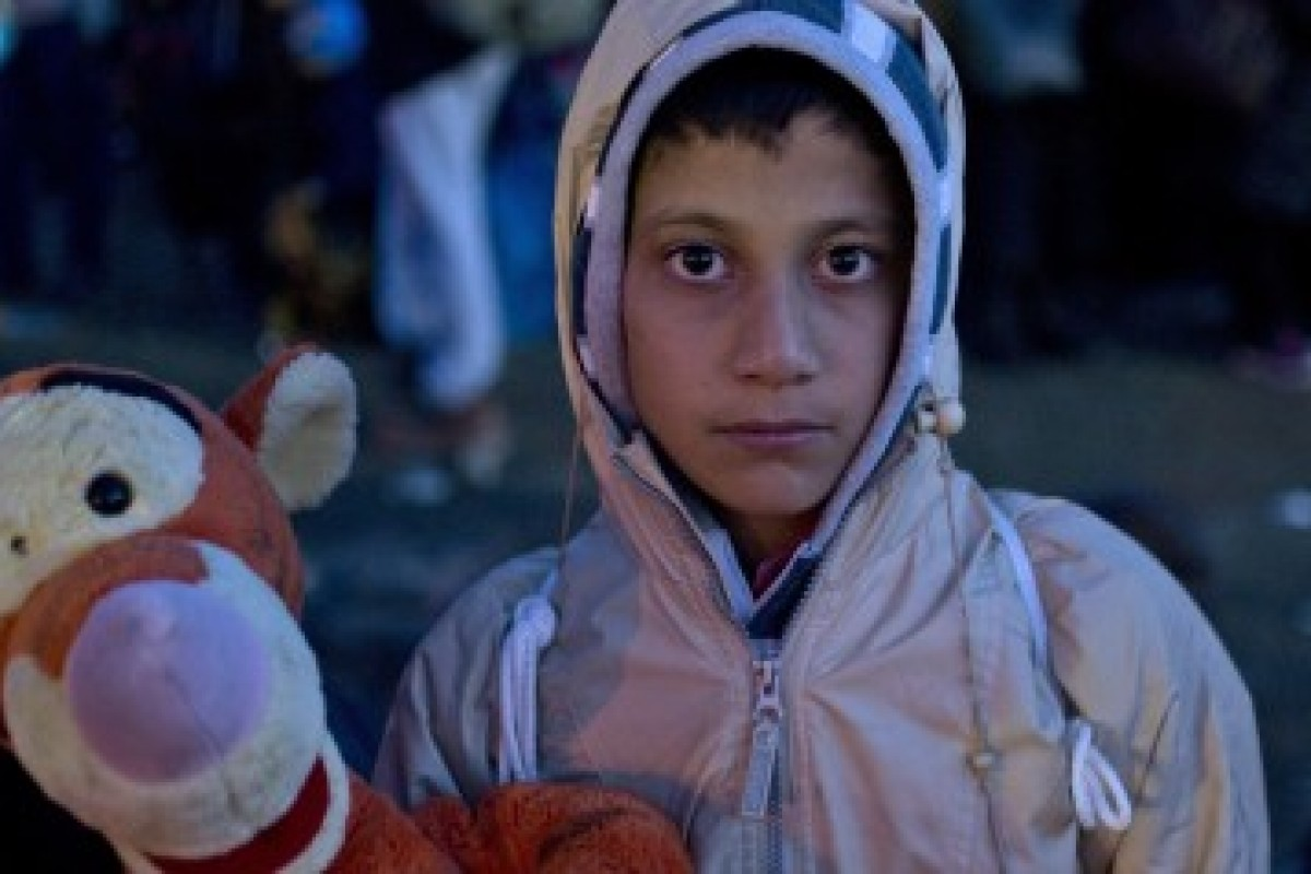 Μια γυναίκα στη Μυτιλήνη ζητά τα παλιά μας παιχνίδια για να κάνει τα παιδιά των προσφύγων να χαμογελάσουν ξανά