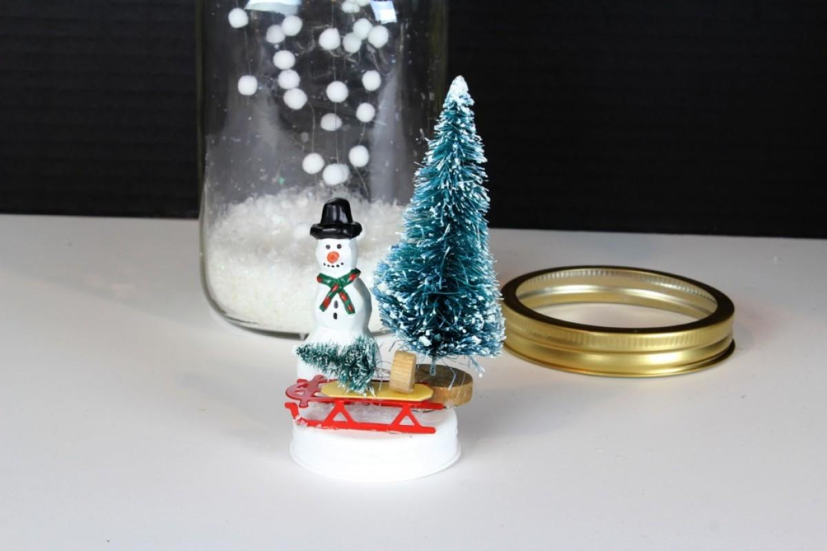 Φτιάξτε διακοσμητικές χιονόμπαλες σε βαζάκι