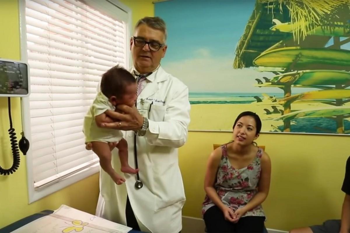 Παιδίατρος παρουσιάζει ένα απίστευτα απλό κόλπο για να κάνετε το μωρό σας να σταματήσει να κλαίει