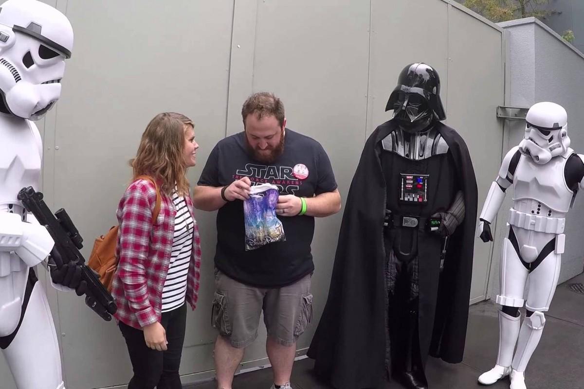 Μια σινεφίλ ανακοίνωση εγκυμοσύνης με… συνεργό τον Darth Vader!