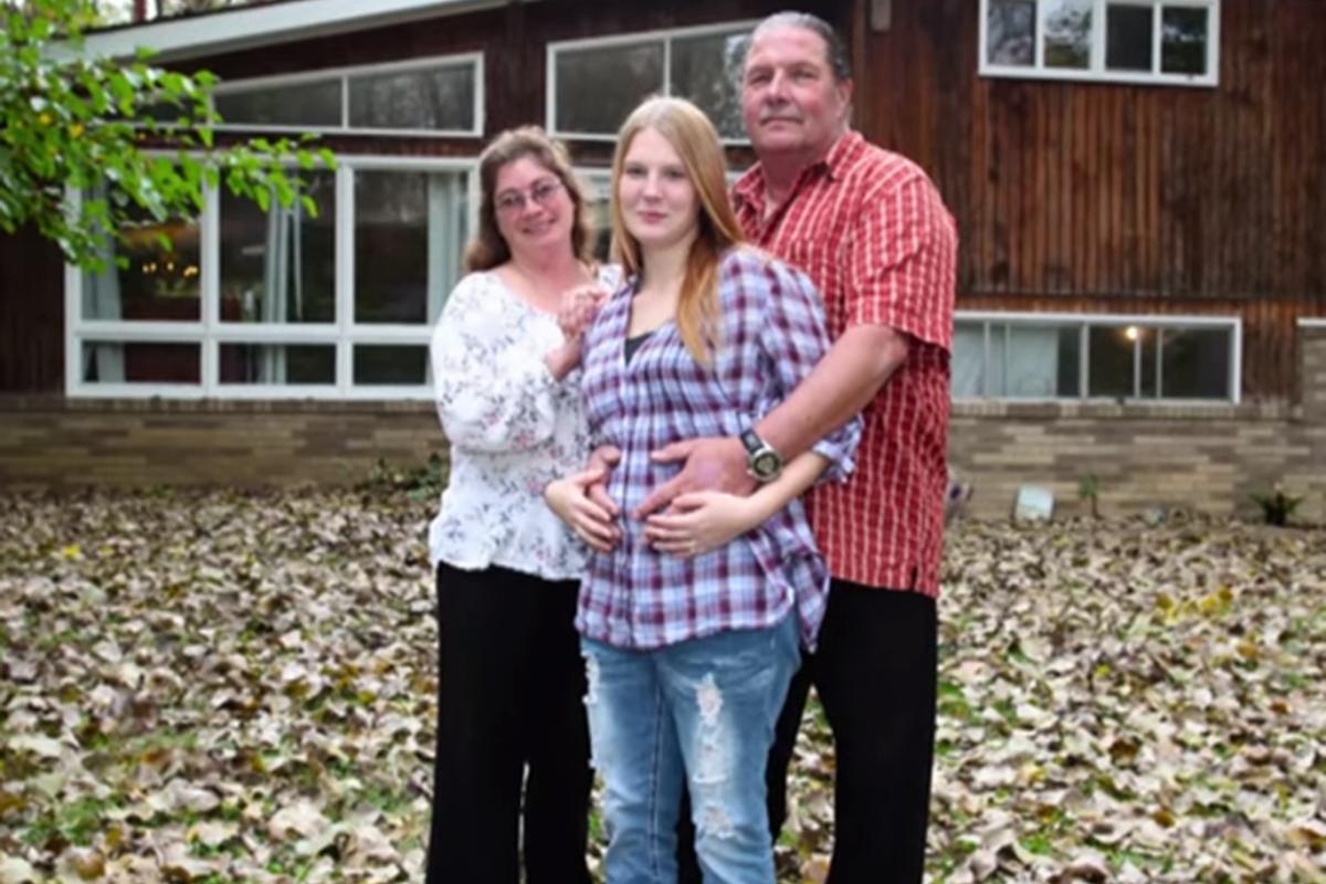 Παντρεύτηκε την έγκυο φιλενάδα του με την έγκριση της γυναίκας του