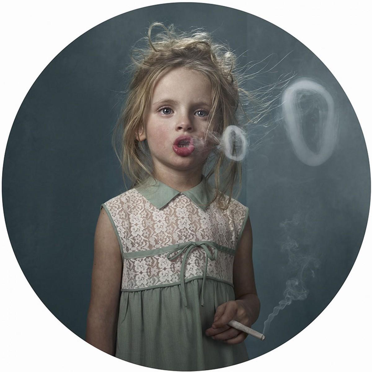 Τα παιδία… καπνίζει!