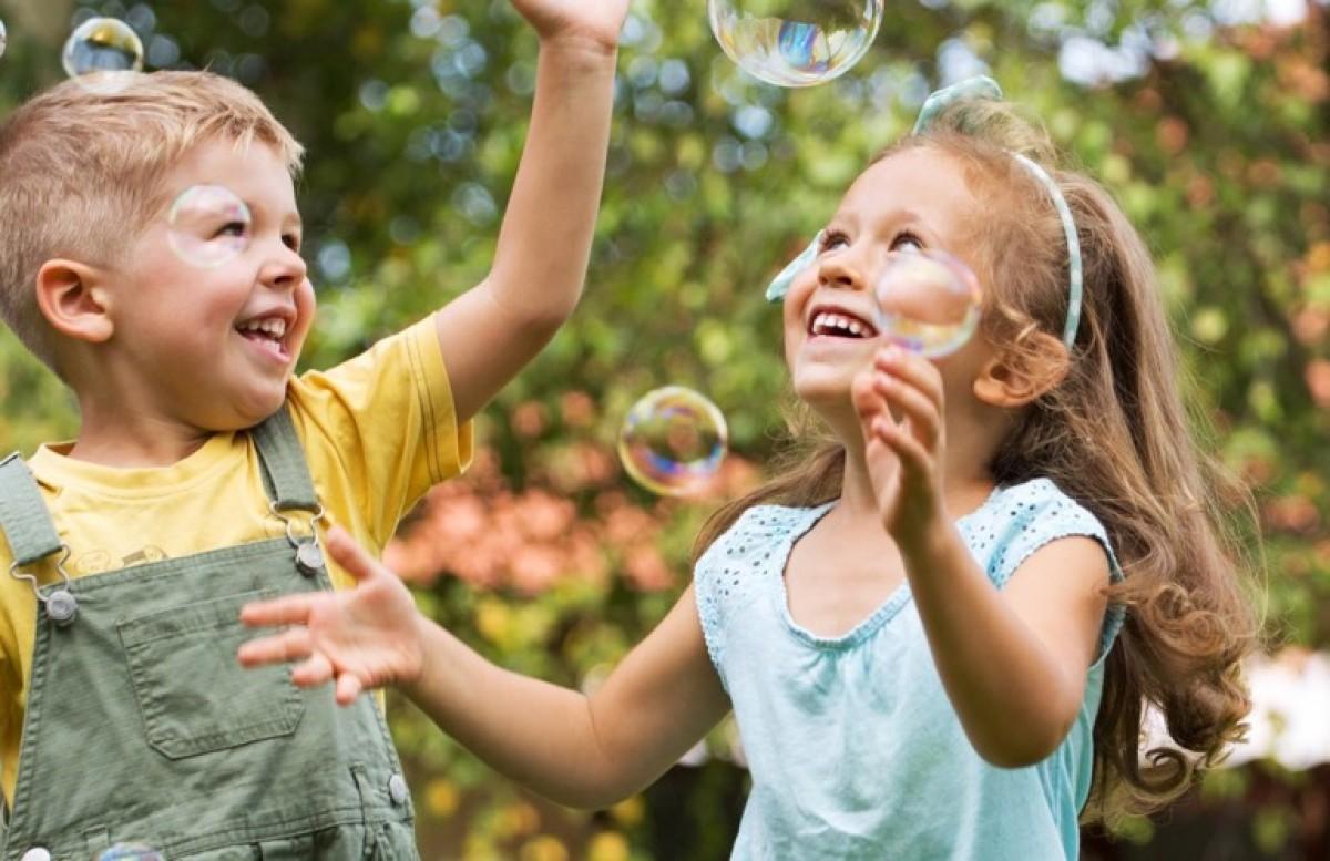 Μεγαλώνοντας χαρούμενα παιδιά