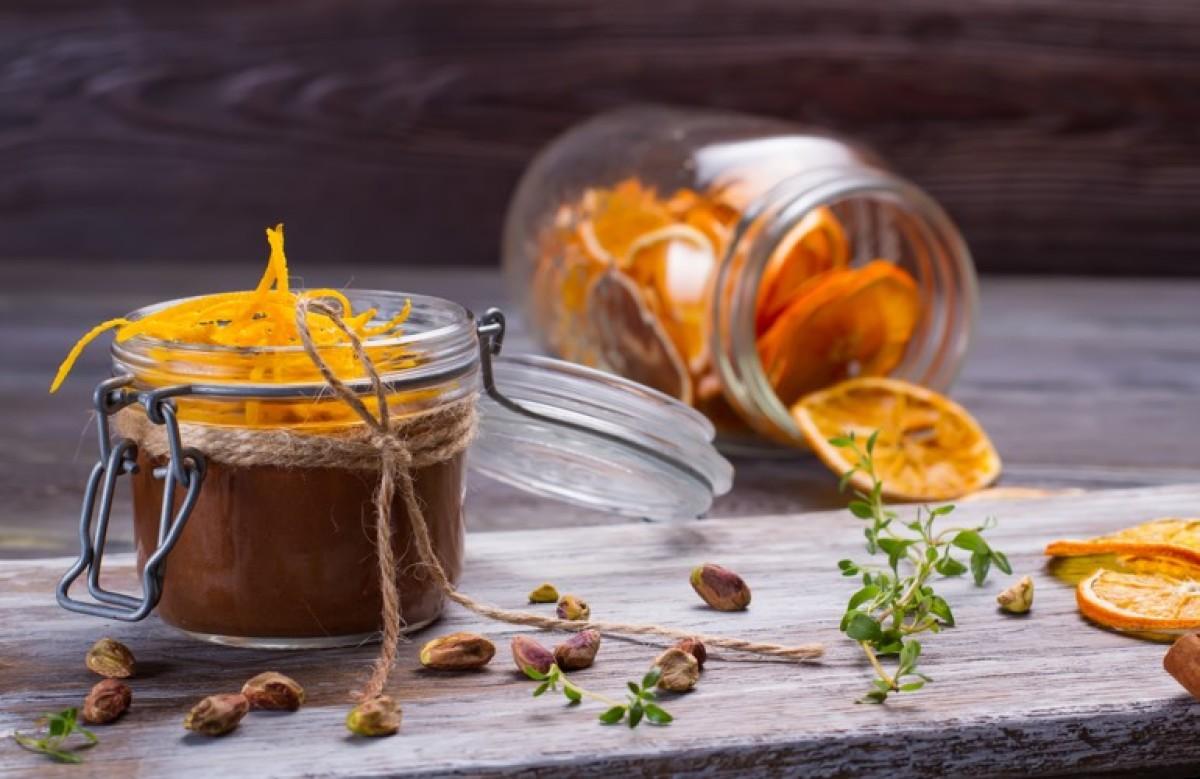Εύκολη μους σοκολάτας με άρωμα πορτοκαλιού στο ποτήρι