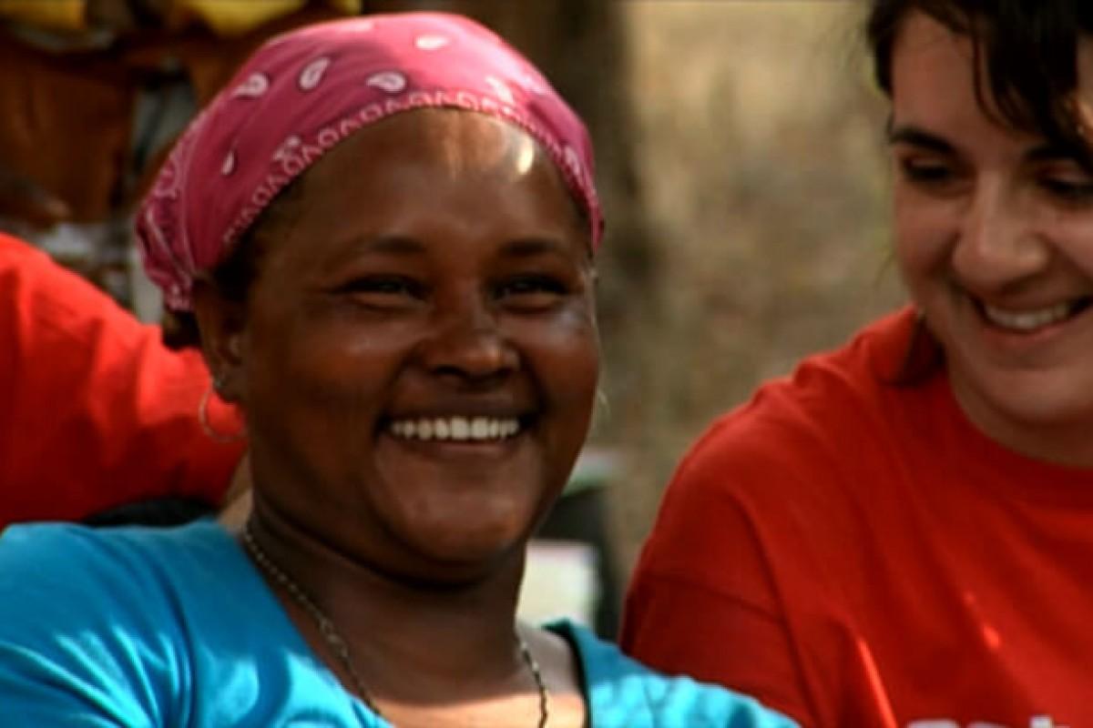 Γυναίκες του κόσμου γελούν παρά τις δυσκολίες και νικούν!
