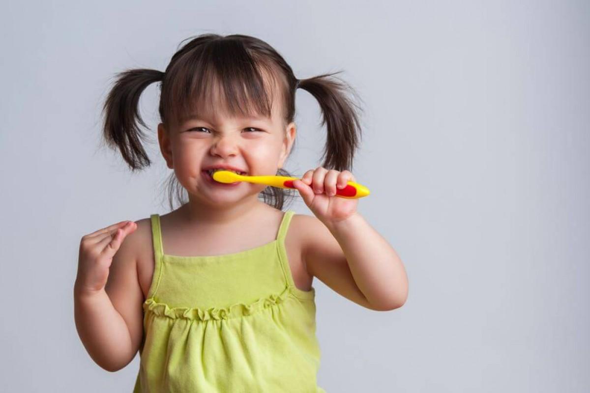 10 τρόποι για να γίνει το βούρτσισμα των δοντιών το αγαπημένο παιχνίδι του παιδιού σας