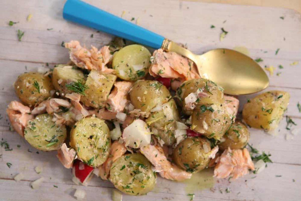 Σαλάτα σολομού με πατατούλες και μουστάρδα
