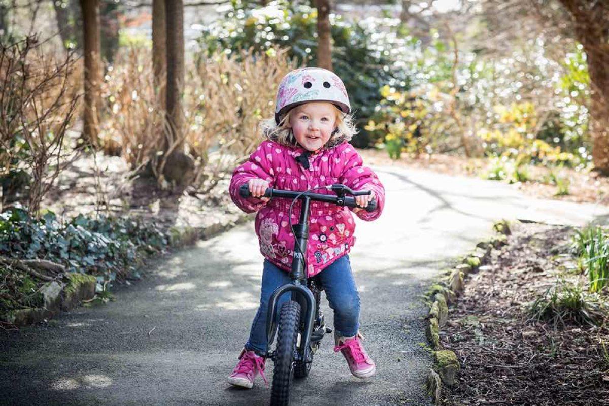 Γιατί να επιλέξω για το παιδί μου ποδήλατο ισορροπίας αντί για ποδήλατο με βοηθητικές;