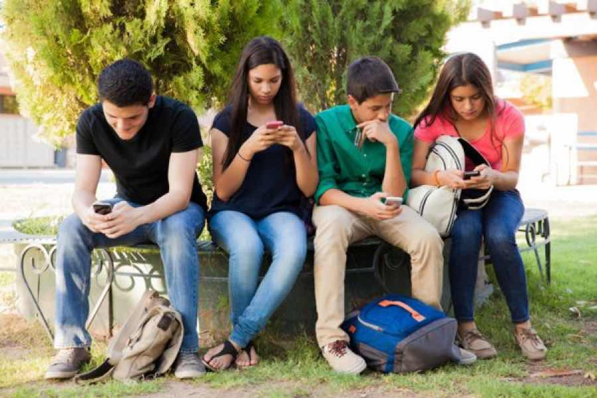 Γιατι οι έφηβοι είναι κολλημένοι με τα social media
