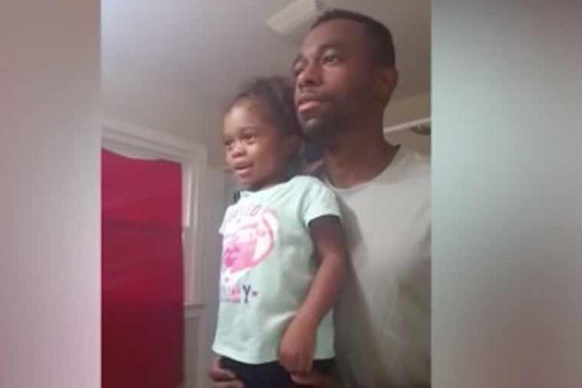 Βίντεο: Αυτός ο μπαμπάς έχει ένα μοναδικό τρόπο να εμψυχώσει την κορούλα του πριν το σχολείο!
