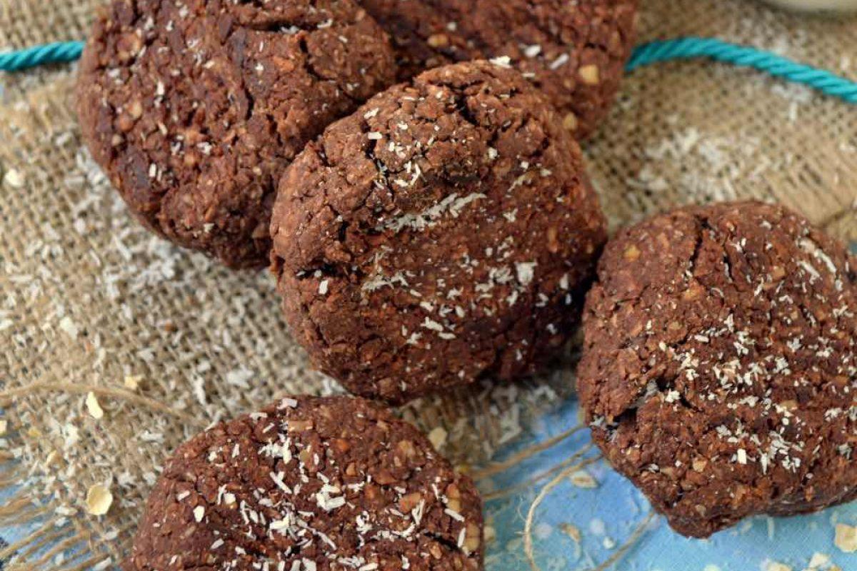 Μπισκότα με σοκολατένιο ταχίνι και βρώμη