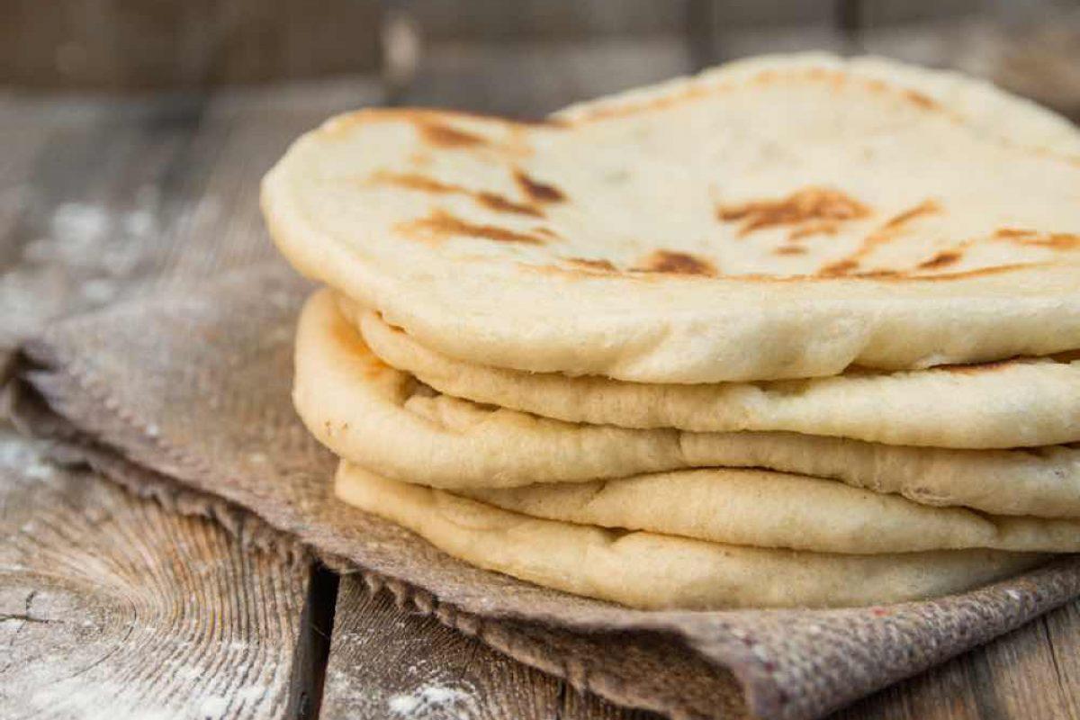 Φτιάξτε μόνες σας πίτες για σουβλάκι (συνταγή της Mamangelic)