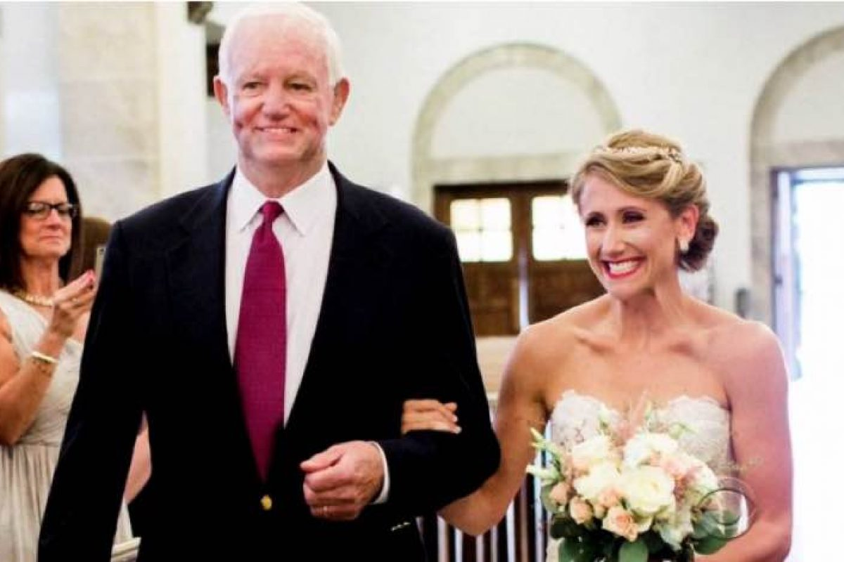 Τη συνόδευσε στην εκκλησία ο άντρας που ζει χάρη στην καρδιά του πατέρα της!