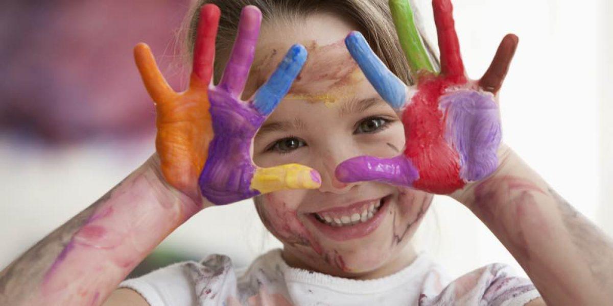 Μαθαίνουμε τα παιδιά μας να αναζητούν το περιτύλιγμα, αδιαφορώντας για το περιεχόμενο
