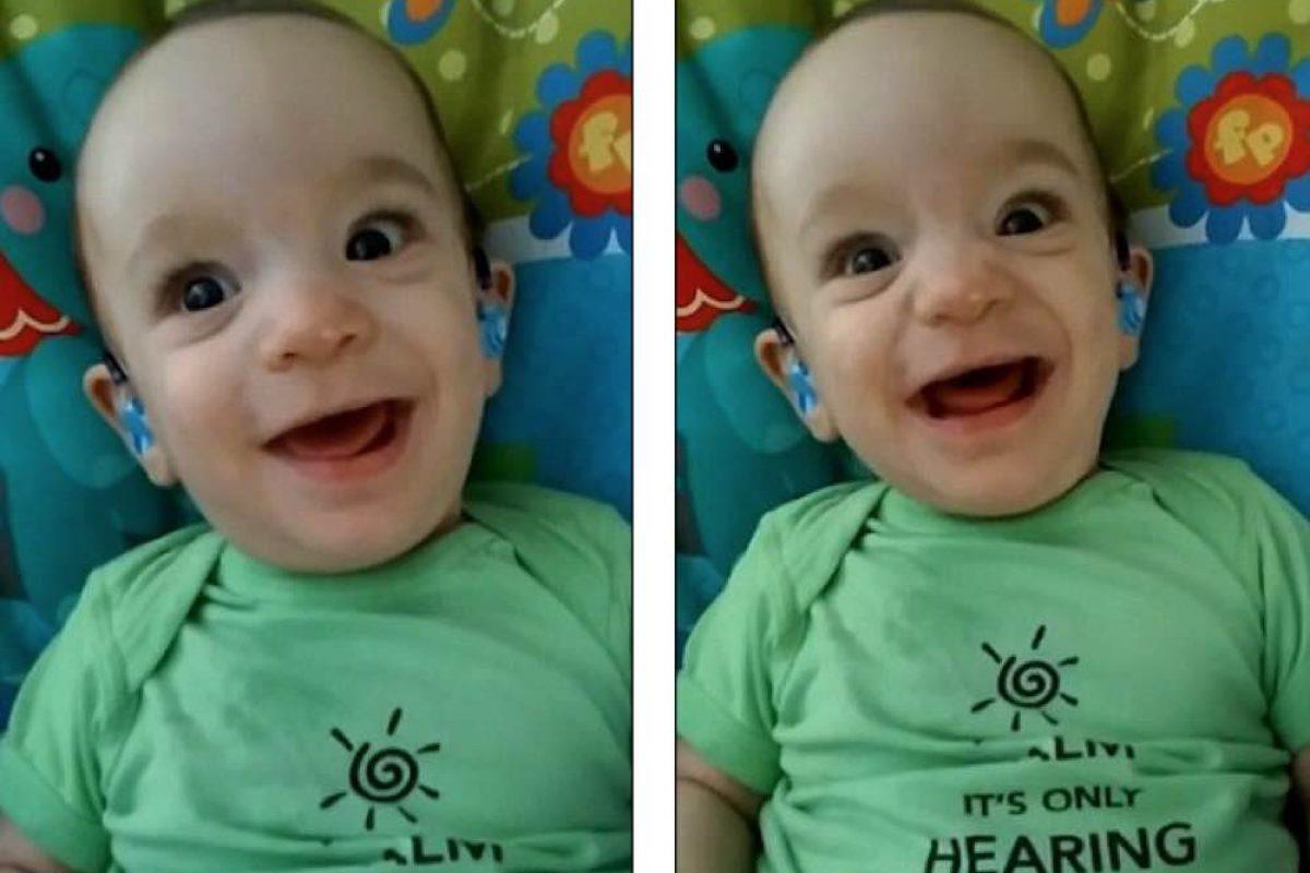 Η συγκινητική στιγμή που αυτό το μωρό ακούει τη φωνή της μαμάς του για πρώτη φορά!
