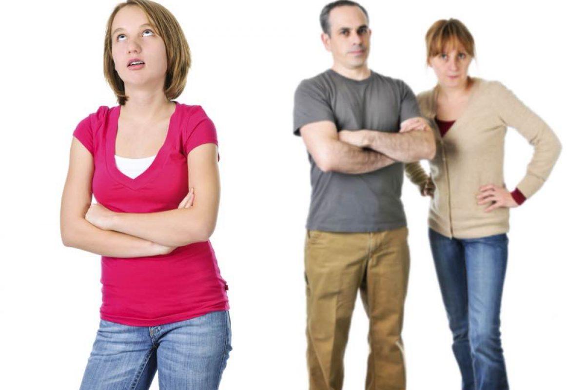 Γονείς αναστατωμένοι με τα έφηβα παιδιά τους
