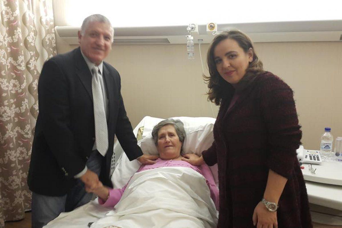 Στα 67 της χρόνια έγινε γιαγιά και μαμά