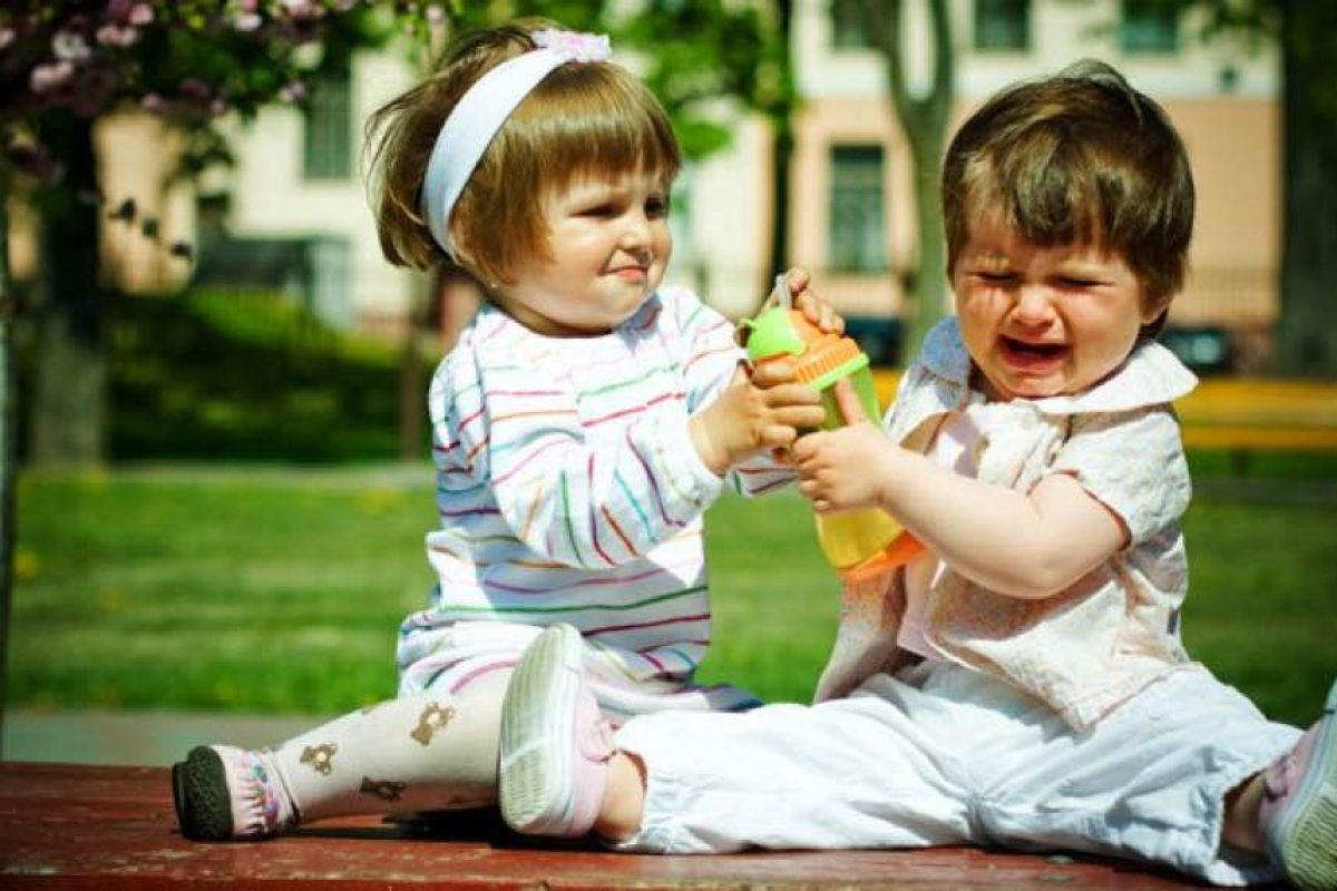 9 λόγοι που δεν αναγκάζω τα παιδιά μου να μοιράζονται τα πράγματά τους