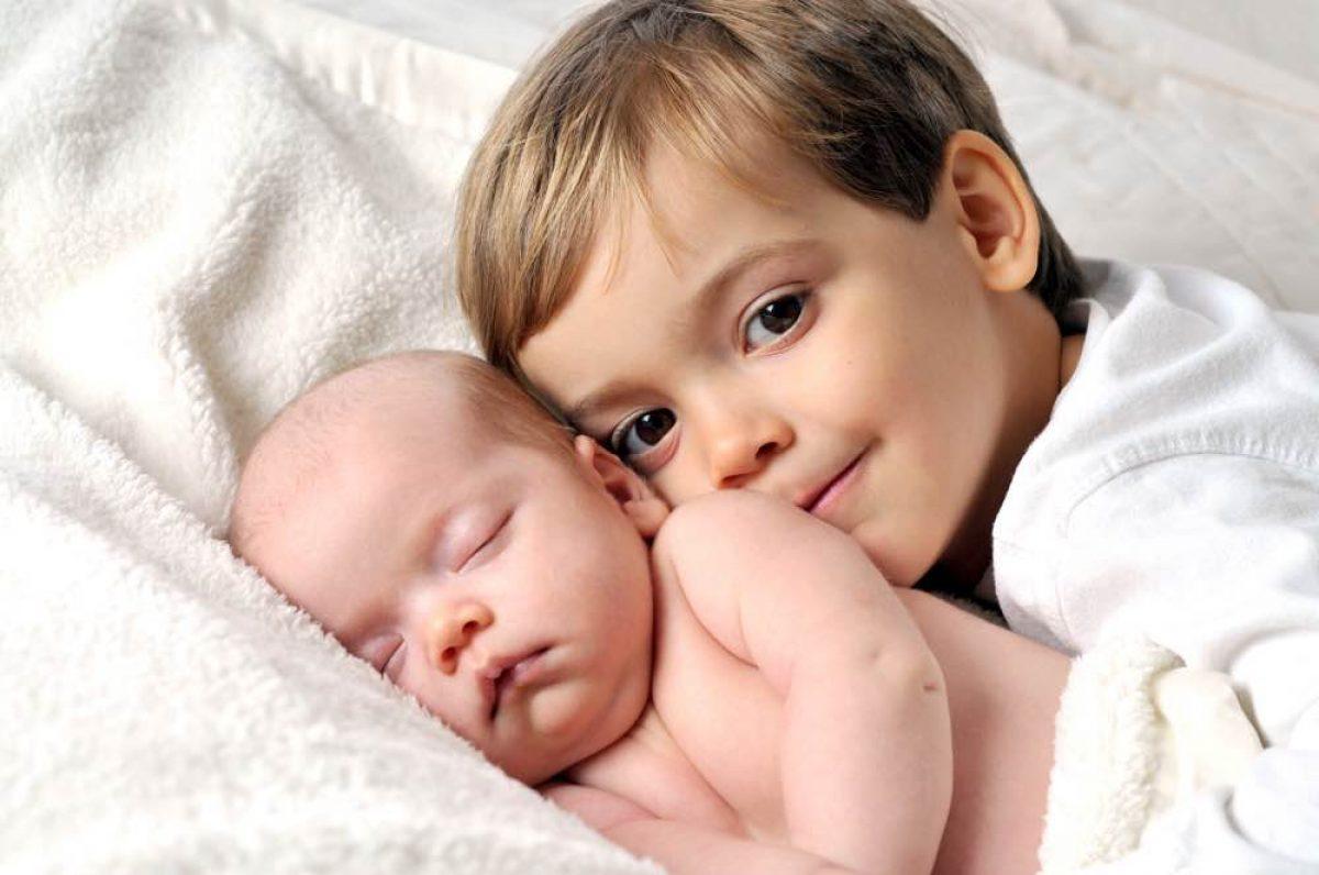 Πώς θα προετοιμάσουμε ένα μικρό παιδί να υποδεχτεί το αδερφάκι του; - Eimaimama.gr