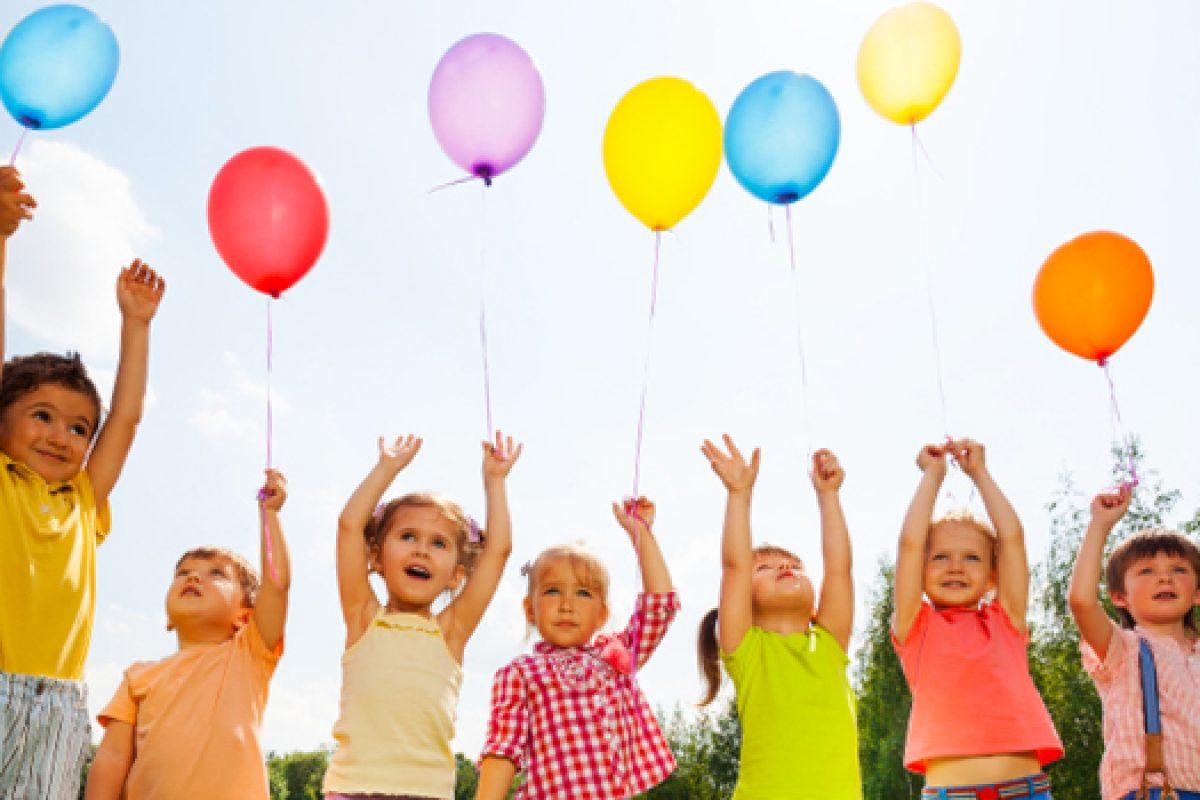 Ο διωγμός των παιδιών από τον παράδεισο της παιδικής τους ηλικίας