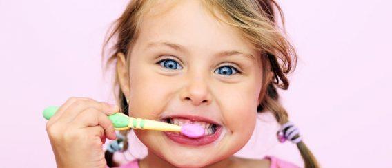 Το βούρτσισμα των δοντιών τους μοιάζει με πάλη; Ακολουθήστε αυτά τα tips!