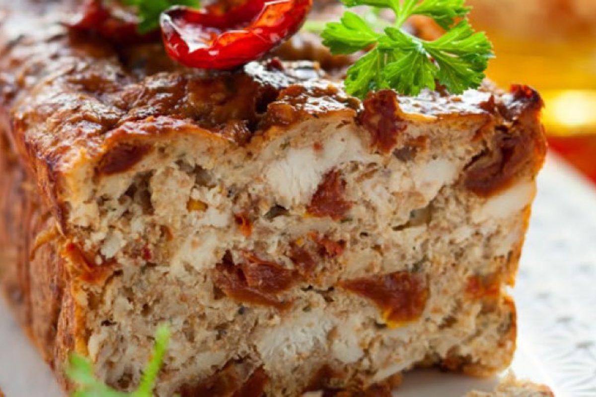 Ρολό κιμά κοτόπουλο με φέτα και λιαστές ντομάτες