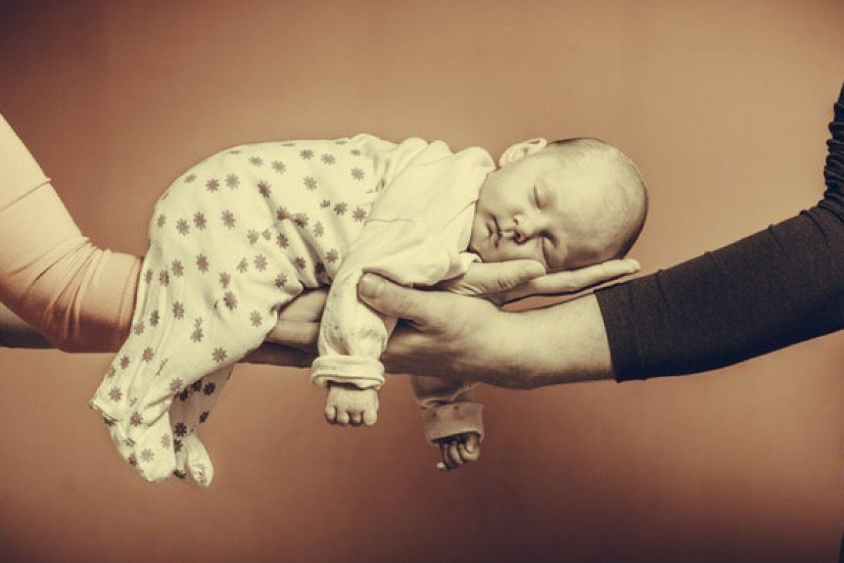 9 τρόποι με τους οποίους τα χρόνια με μωρό σχεδόν διέλυσαν τη σχέση μας