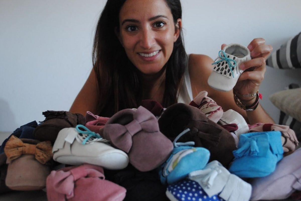 Η Ελένη φτιάχνει πανέμορφα, χειροποίητα μαλακά παπουτσάκια για μωρά!