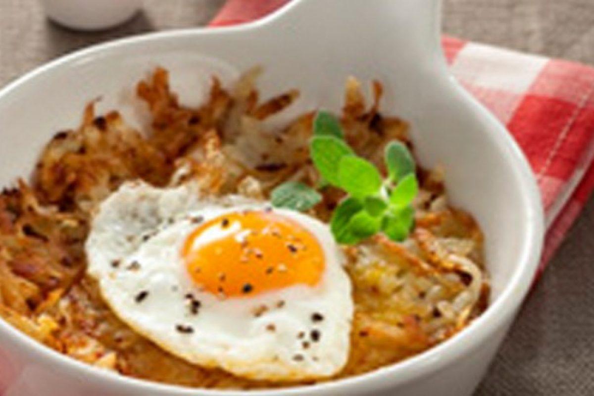 Τραγανή τηγανίτα με πατάτες και αβγά μάτια