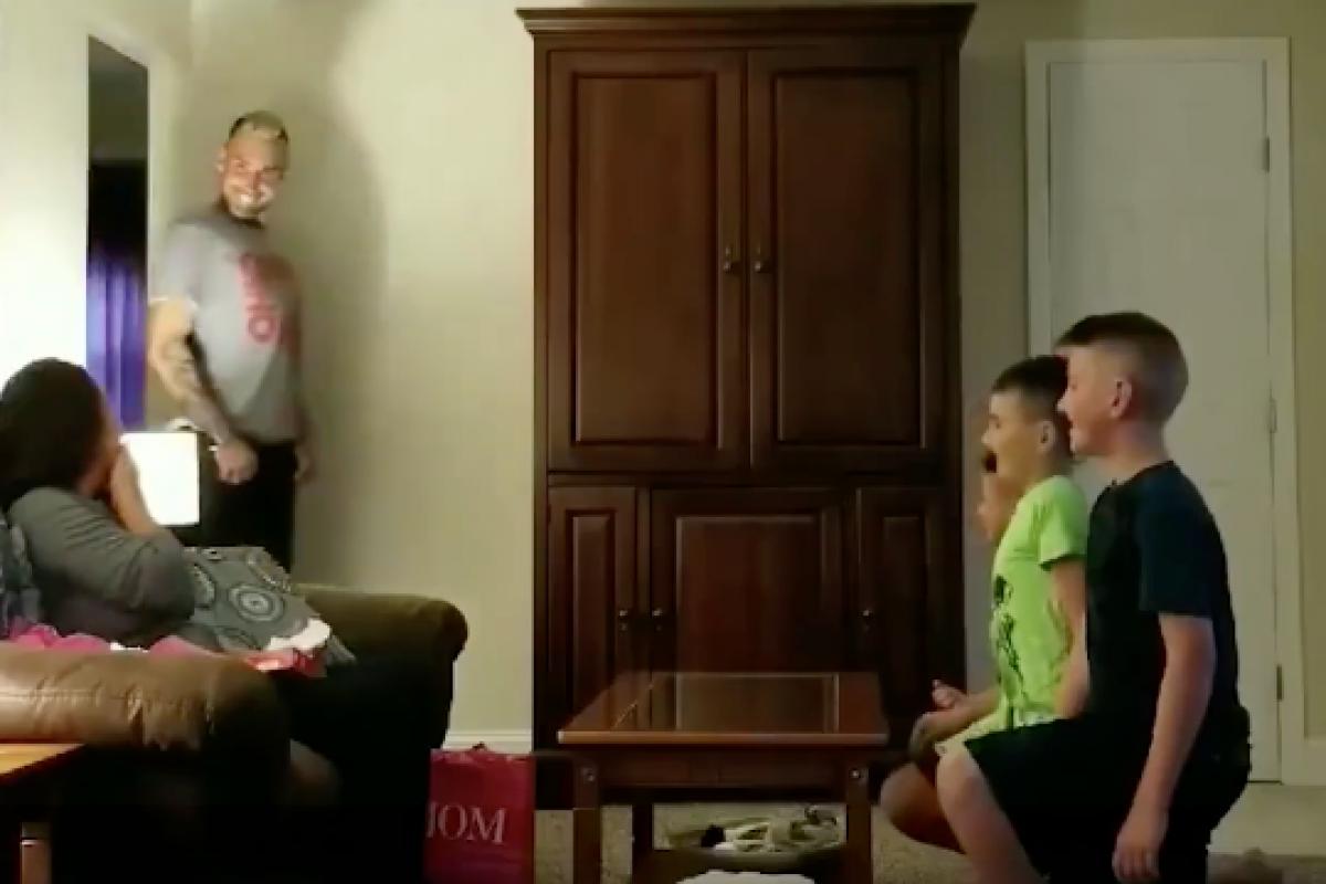 Ζήτησε από τους γιους του να τον βοηθήσουν να κάνει πρόταση γάμου στη φίλη του