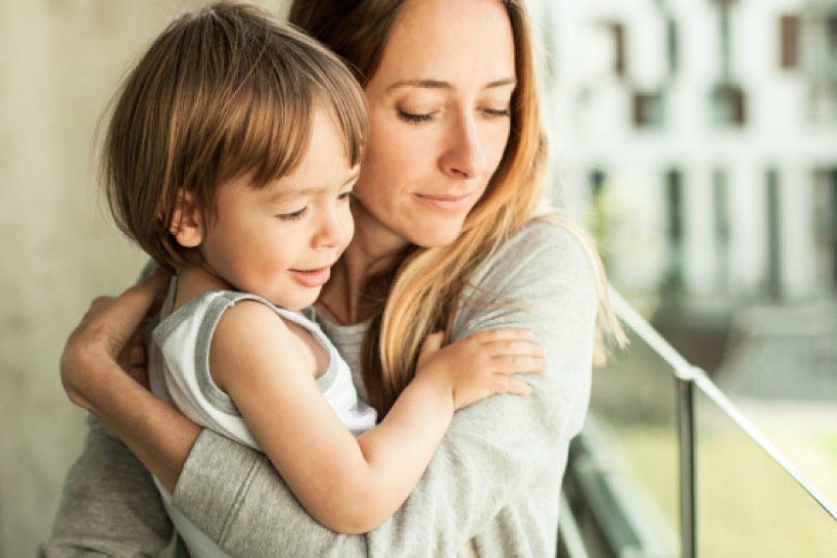 Μονογονεϊκότητα σημαίνει »γονιός μόνος»;