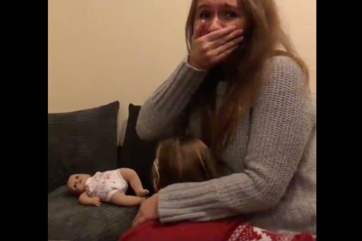 Η συγκινητική αντίδραση ενός κωφού κοριτσιού όταν έμαθε πως θα αποκτήσει αδερφάκι!