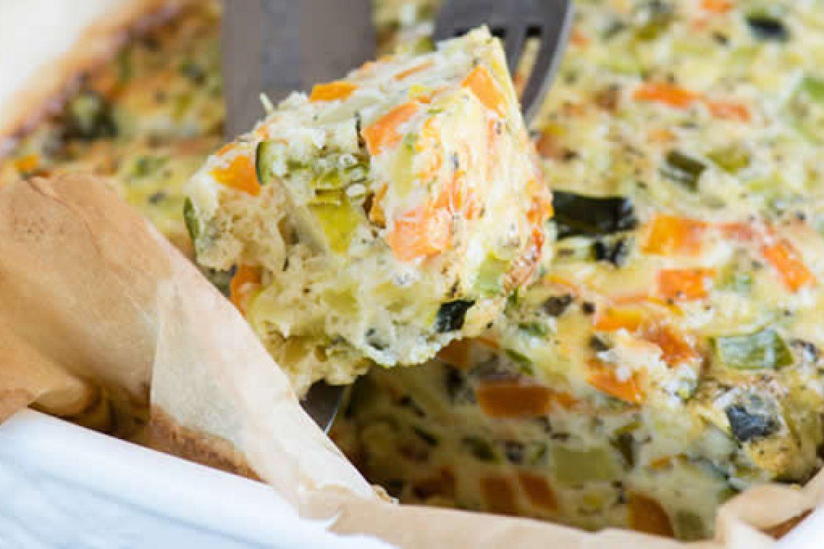 Γυμνή χειμωνιάτικη πίτα με λαχανικά και φέτα