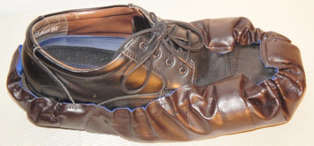 Αυτές οι… κάλτσες για τα παπούτσια θα δώσουν τη λύση για όσους θέλουν να μπαίνουν στο σπίτι σας με τα παπούτσια!