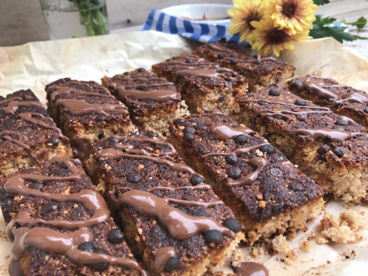 Σπιτικές μπάρες με ξηρούς καρπούς και σοκολάτα, χωρίς ζάχαρη