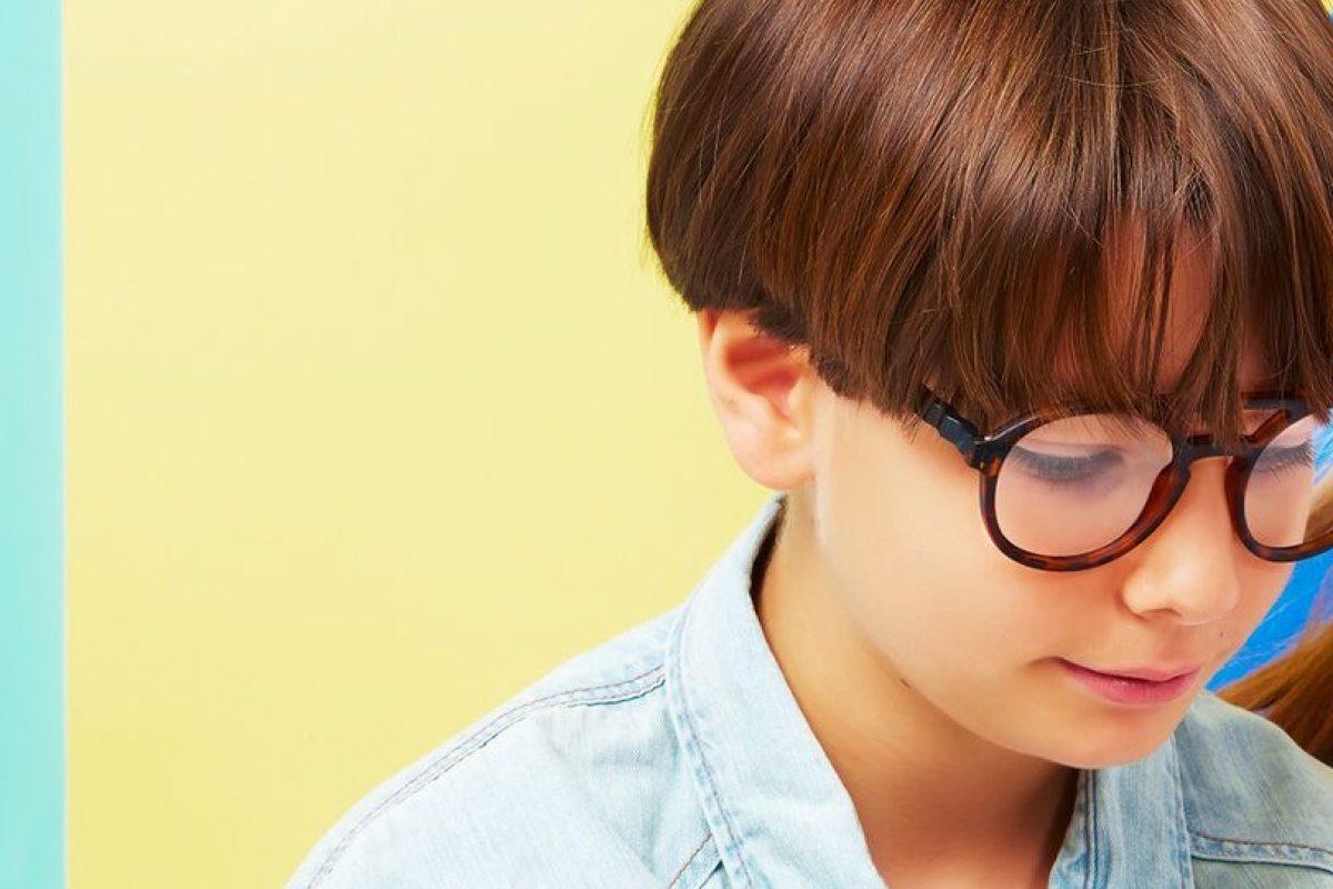 Αυτά τα γυαλιά προστατεύουν τα μάτια τους από την ακτινοβολία του τεχνητού μπλε φωτός που εκπέμπουν οι οθόνες των κινητών και των tablets!