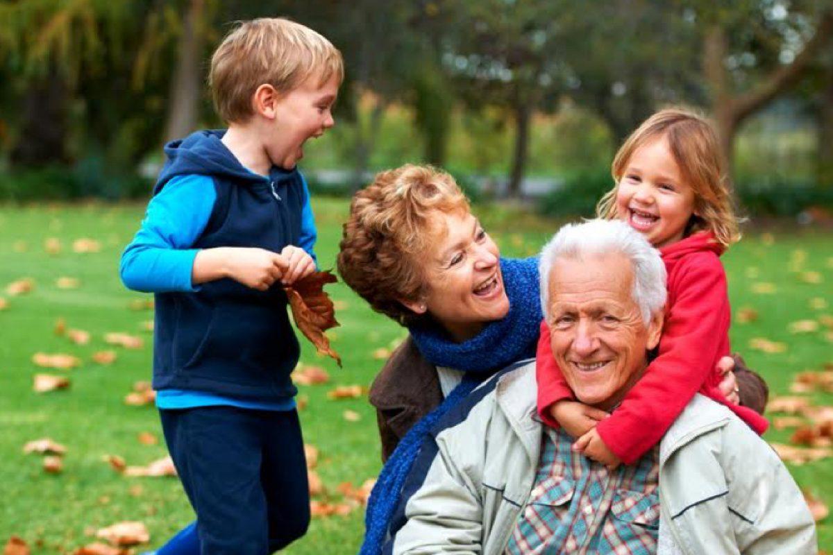 Πάσχα με τη γιαγιά και τον παππού και όχι με τηλεόραση και video games