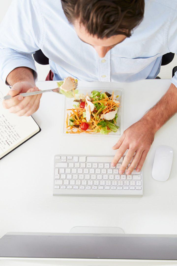Διατροφή στο γραφείο: Μπορεί και πρέπει να είναι ισορροπημένη