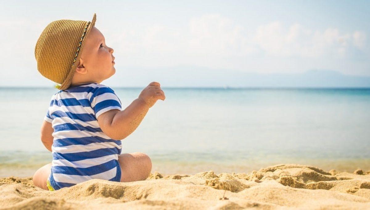 Νέες συστάσεις για την έκθεση των παιδιών στον ήλιο ανά ηλικία