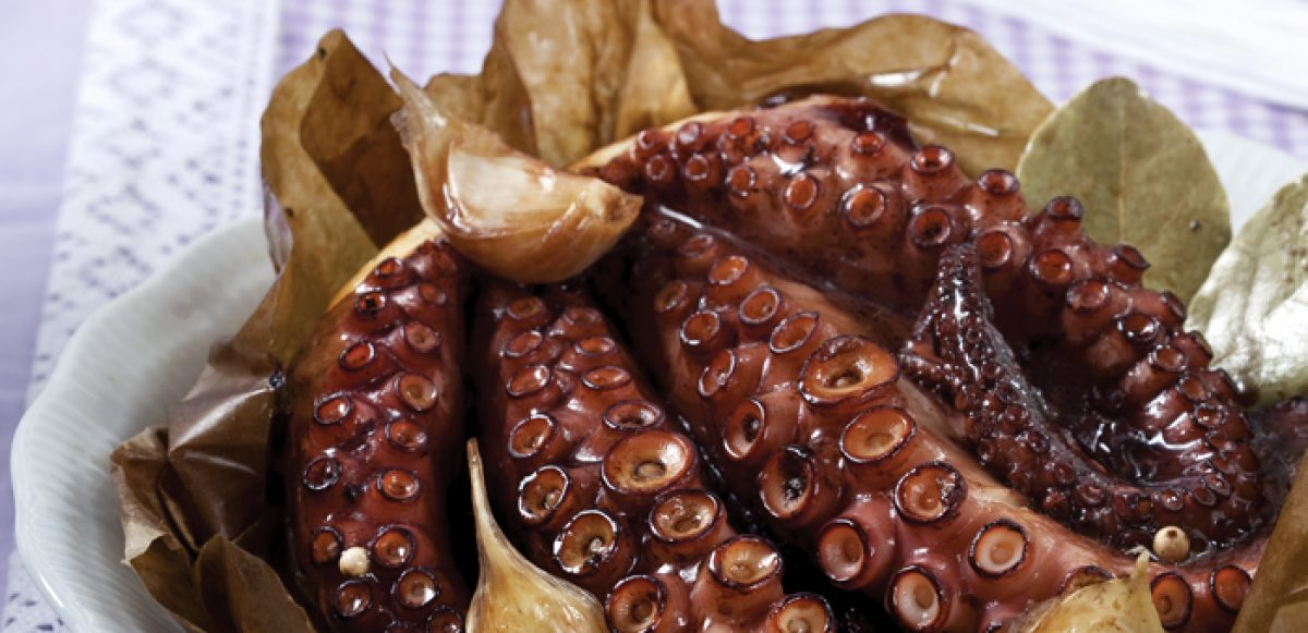 Χταπόδι στη λαδόκολλα με μέλι και μπαλσάμικο